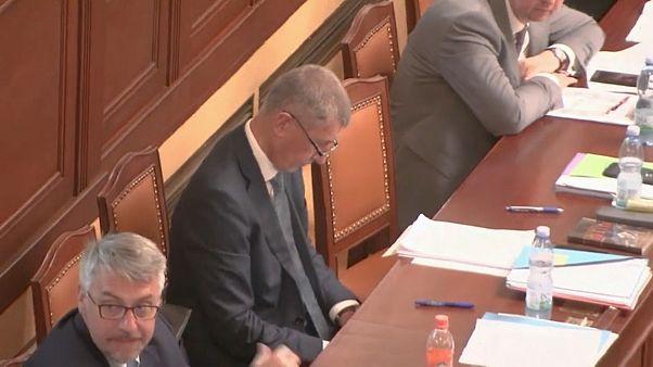 PM checo sobrevive a moção de censura