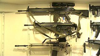 جانب من الاسلحة التي حجزتها الشرطة الأرجنتينية