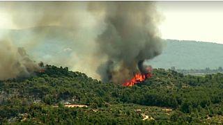 Sin control un grave incendio en Cataluña