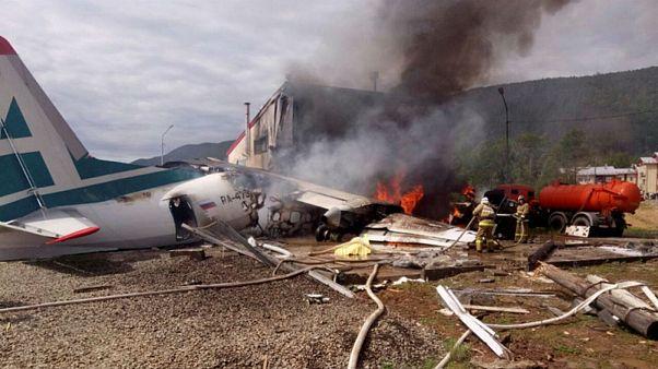 ۲ کشته و ۷ زخمی پس از برخورد هواپیما با ساختمان در روسیه