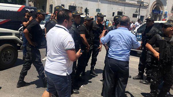 بالفيديو: مشاهد صادمة لما بعد الهجوم الانتحاري في تونس