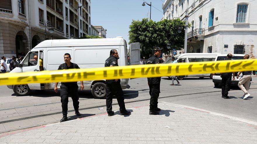 Al menos un muerto y una decena de heridos en dos ataques suicidas en la capital de Túnez