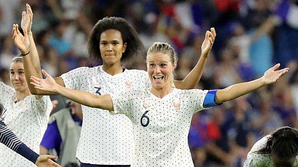 Amandine Henry et Wendie Renard après leur victoire face au Brésil - 23/06/19