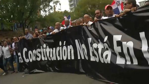 Cientos de dominicanos rechazan la ampliación del mandato presidencial