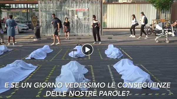 L'installazione dei manichini-cadaveri non parla di migranti, ma di linguaggio - e quindi di noi