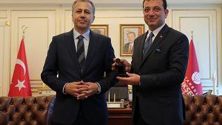Marée humaine à Istanbul pour l'entrée en fonction du nouveau maire