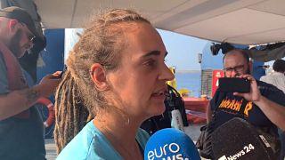 """Carola Rackete, a capitã do """"Sea Watch 3"""", em declarações aos jornalistas"""