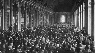 Signature du traité de Versailles dans la galerie des Glaces, le 28 juin 1919