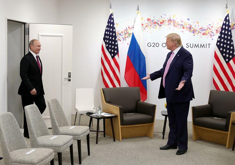 Peur d'être empoisonné ? Vladimir Poutine vient avec sa tasse au G20