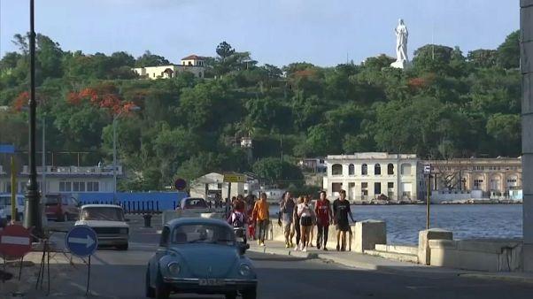 El Gobierno cubano sube los salarios para luchar contra la crisis económica