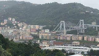 İtalya'da çökerek 43 kişinin hayatını kaybetmesine neden olan köprü yıkılıyor