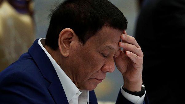 Filipinler Devlet Başkanı görevden azledilmesini isteyenleri 'cezaevine göndermekle' tehdit etti
