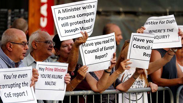 Kormányzati korrupció ellen tüntetők Máltán június 14-én