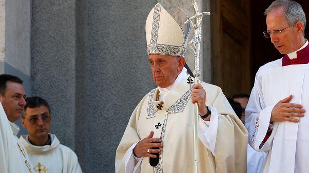 Vatikan'dan Pekin yönetimine: Çin'deki piskoposlara baskı yapmayın