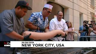 """بلغ وزن """"الهوت دوغ"""" النيويوركي نحو 30 كيلوغراماً"""