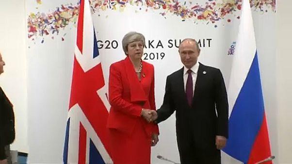 Caras largas y mucha tensión en el encuentro de May con Putin en Osaka