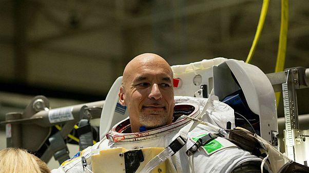 رائد الفضاء الإيطالي لوكا بارميتانو