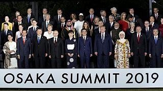 Foto de família da cimeira de líderes a decorrer em Osaca, no Japão