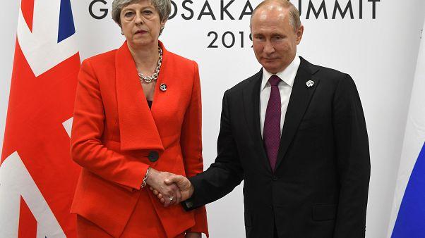 """May diz a Putin que Rússia tem de pôr fim a atos de """"destabilização"""""""