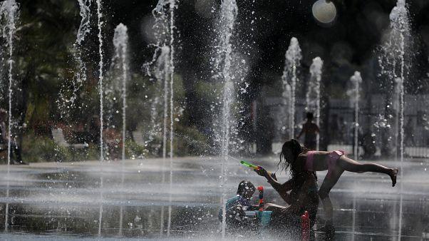Francia alcanza temperaturas récord de día y de noche