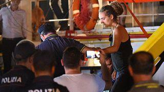 Mültecileri kurtardıktan sonra tutuklanan kaptan Racekete: Polis botunu sıkıştırdığım için pişmanım