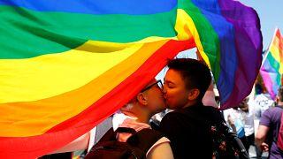 Orgulho Gay espalha arco-íris pelo mundo
