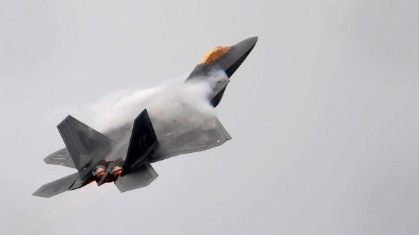 Amerikan F-22 Raptor tipi savaş uçağı