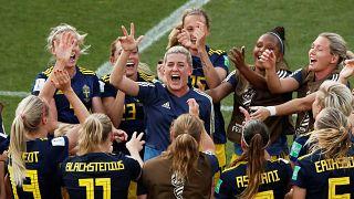Yarı finale çıkan İsveçli oyuncuların sevinci