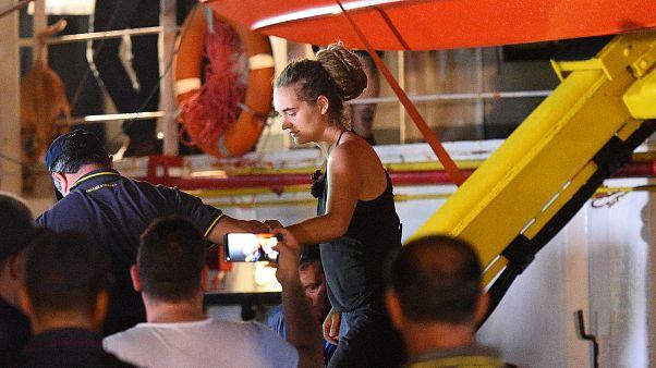 La capitana del Sea Watch 3 detenida, los migrantes a salvo en tierra firme