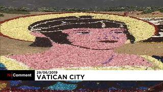 شاهد: السواح يتحدون موجة الحر في الفاتيكان للاحتفال بعيد القديسين بطرس وبولس