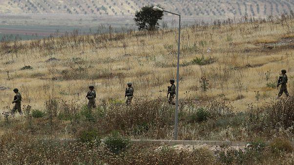 Türkiye Suriye sınırında devriye gezen Türk askeri