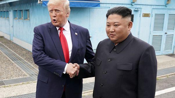 Kim Dzsongun átvitte a határon Donald Trumpot