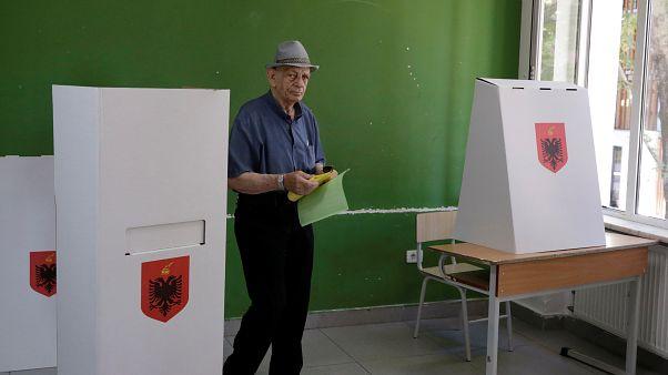 Κάλπες πόλωσης στην Αλβανία για την ανάδειξη δημάρχων
