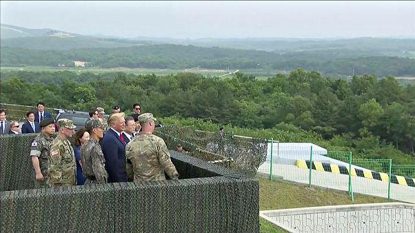ترامب يتفقد المنطقة الفاصلة بين الكوريتين بصحبة رئيس كوريا الجنوبية مون جيه-إن