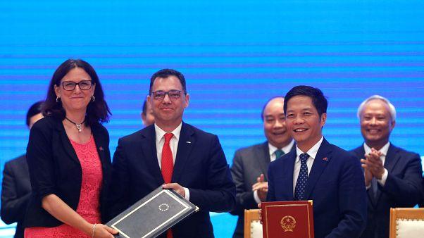UE e Vietname assinam acordo de livre comércio