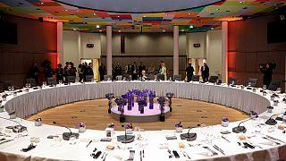 تعلیق نشست سران کشورهای اتحادیه اروپا و آغاز گفتگوهای دوجانبه