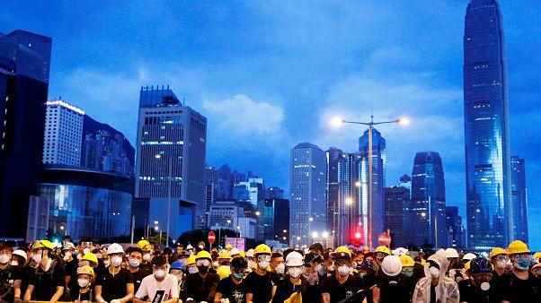 Manfiestantes intentan entrar en el Parlamento de Hong Kong
