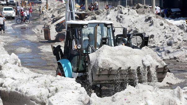 طوفان تگرگ شهر مکزیک را در یخ فرو برد