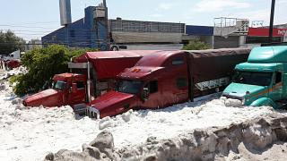 Glace à volonté au Mexique ! 2 mètres de grêle dans les rues de Guadalajara