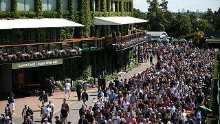 Hundreds queue for Wimbledon tickers