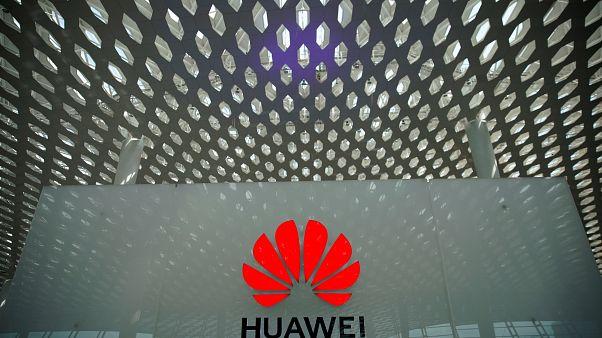 Trump: ABD'li firmalar Huawei'ye ürün satmaya devam edebilir