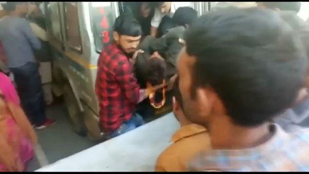 سقوط حافلة في كاشمير الهندية ومصرع 33 شخصا