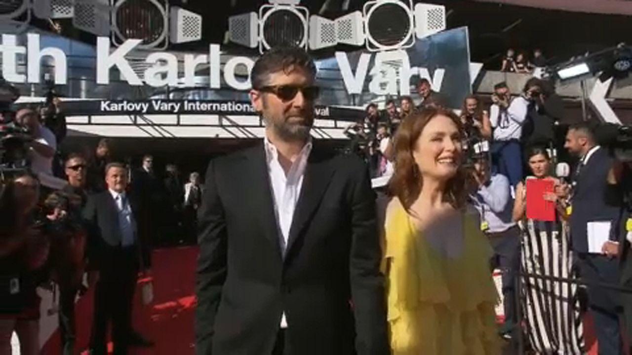 Julianne Moore premiata al Karlovy Vary