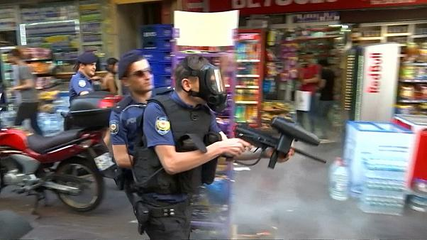 Istanbul Pride: Skirmishes break out after march banned for fifth year