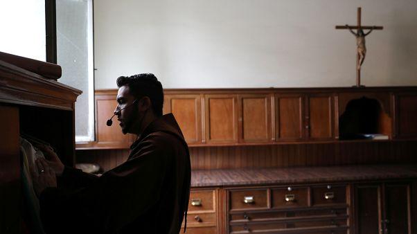 Vatikan: Hiçbir hükümet ya da kanun günah çıkarmanın gizliliğini bozamaz