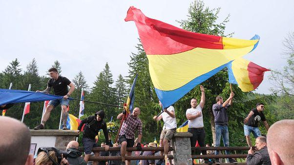 Az úzvölgyi katonatemetőbe erőszakkal bejutott románok 2019. június 6-án.