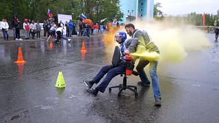 Rusya'da ofis sandalyesi ile koşu yarışı