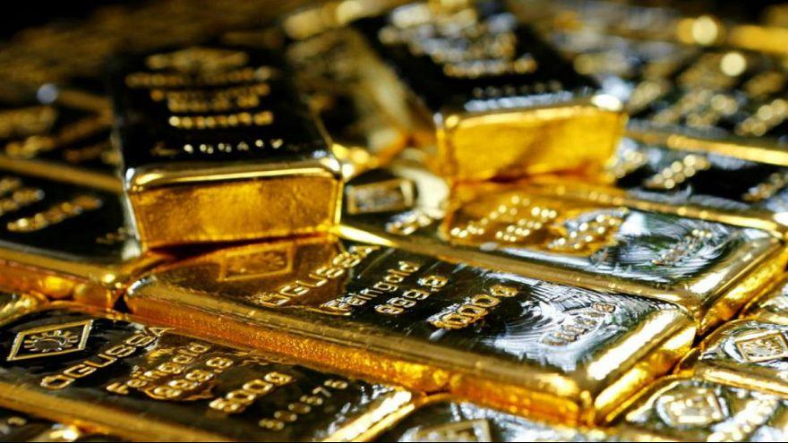 قیمت طلا سقوط کرد؛ مقاومت دلار در مرز ۱۳ هزار تومان