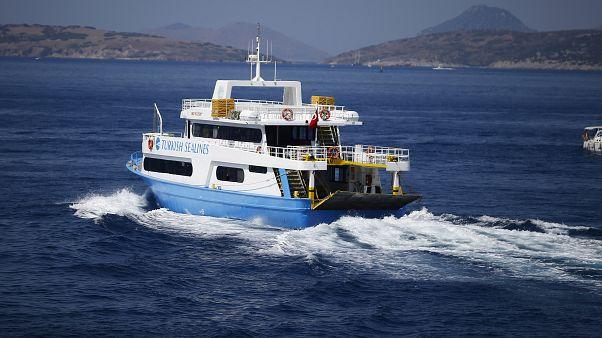 Yunanistan ana karası ile Türkiye feribotla birbirine bağlandı