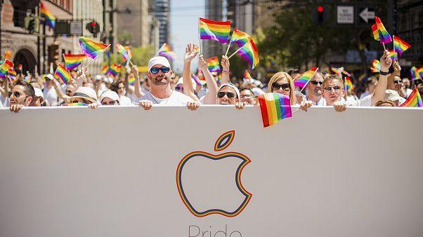 """سعوديون يطلقون وسما لمقاطعة """"محلات المثلية"""""""